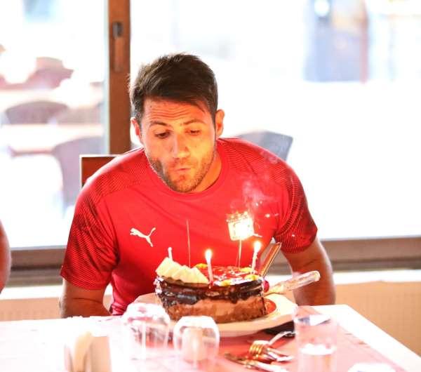Sivassporda kaleci Ali Şaşala sürpriz doğum günü