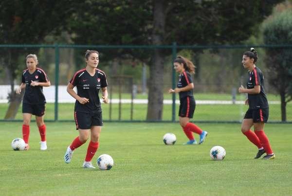 A Milli Kadın Futbol Takımı, Slovenya maçı hazırlıklarını sürdürüyor