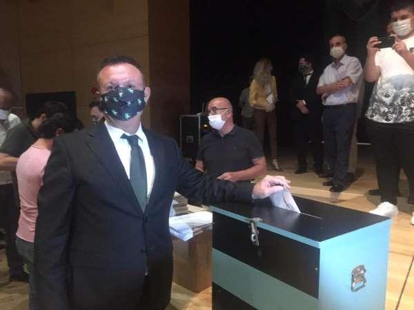 Denizlispor Başkanı Ali Çetin güven tazeledi