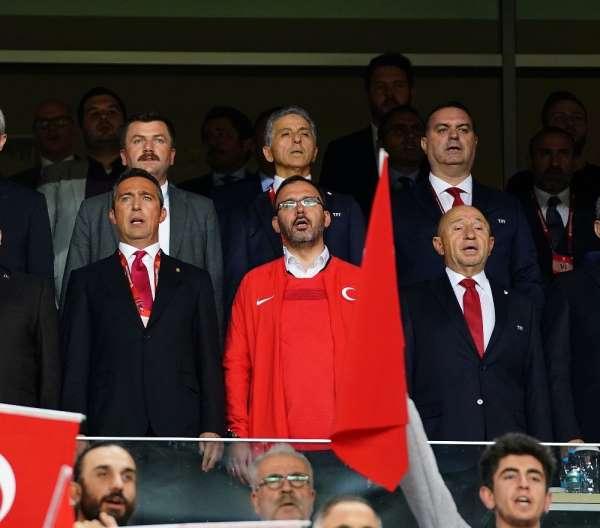 Bakan Kasapoğlu, başkanlarla maçı takip etti