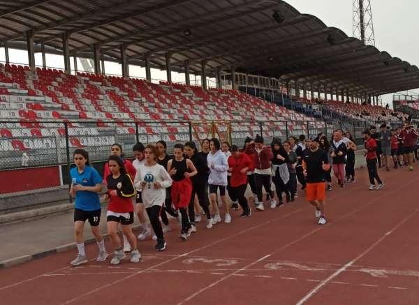 Van Büyükşehir Belediyesinin kursuyla 30 öğrenci üniversiteli oldu