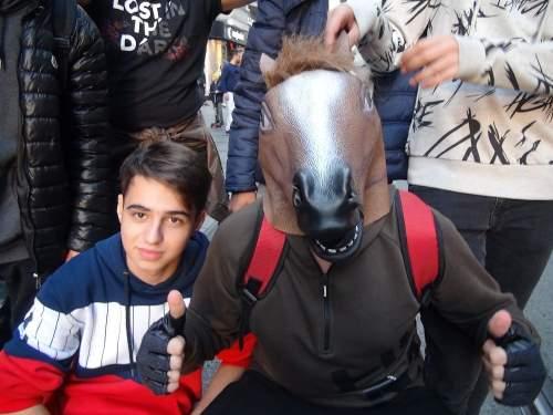 İlginç Görüntü! Annesi Seni Doğuracağıma At Doğursaydım Deyince...
