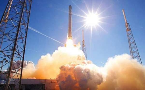 Uzay Yörüngesine Gönderdi