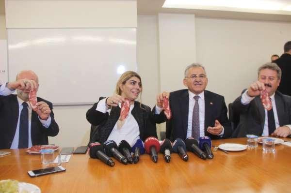 Berna Gözbaşı: 'Umut ve Şamil yarın antrenmana çıkmazsa karar vermek zorundayız'