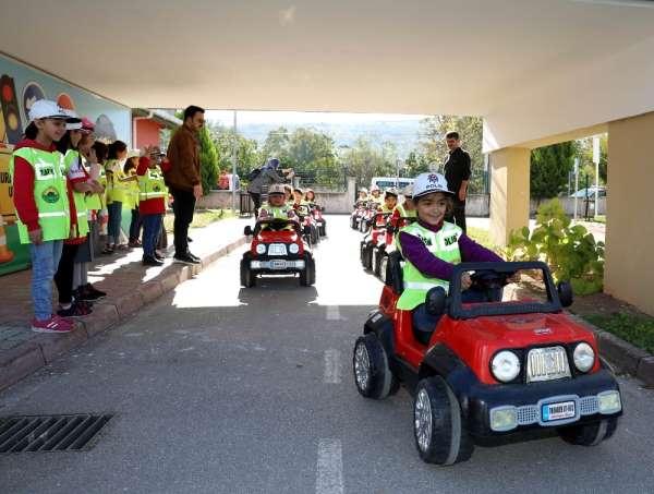 Çocuklara küçük yaşta uygulamalı trafik eğitimi