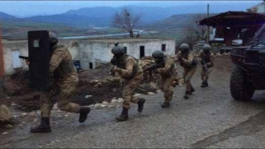 Siirt'te terör örgütü PKK'ya yardım eden 13 kişi gözaltına alındı