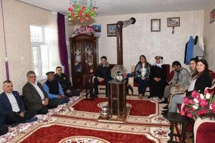 Vali Aykut Pekmez şehit ailesini ziyaret etti