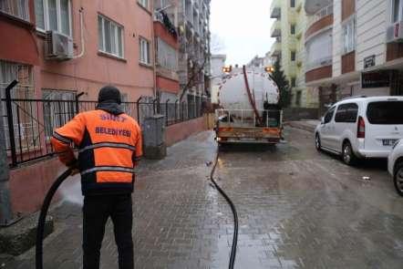Siirt'te cadde ve kaldırımlar tazyikli su ile yıkanıyor