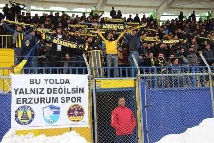 Ağrı 1970 Sporlu taraftarlardan Erzurumspora destek tezahüratı