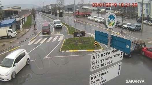 Sakarya'da 24 saatte aynı kavşakta 3 ayrı kaza meydana geldi