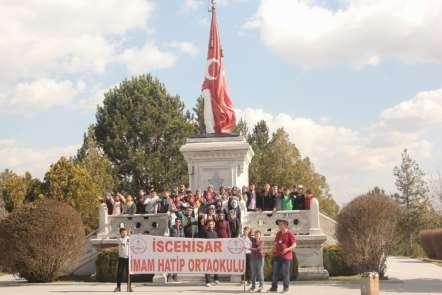Afyonkarahisarlı öğrenciler Dumlupınar Şehitliği'nde