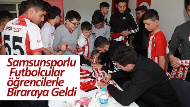 Futbolcularımız öğrencilerle bir araya geldi