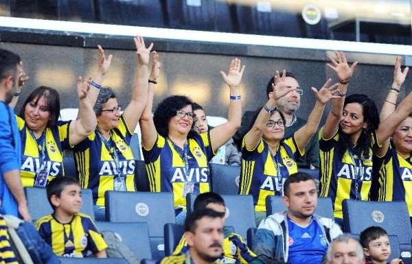 Fenerbahçeli futbolcular engellileri unutmadı