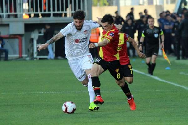 Spor Toto Süper Lig: Göztepe: 1 - Demir Grup Sivasspor: 2 (İlk yarı)
