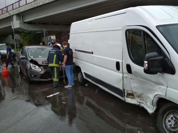Yalova'da zincirleme trafik kazası: 2 yaralı