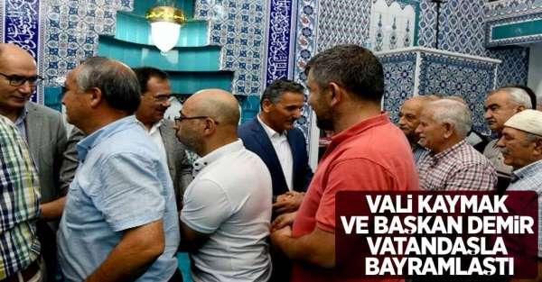 Vali Kaymak ve Başkan Demir vatandaşla bayramlaştı