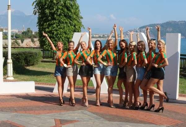 Fin güzellerden Alanyaspor'a destek
