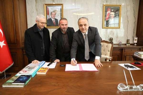 Suluova'da kapalı yarı olimpik yüzme havuzu için imzalar atıldı