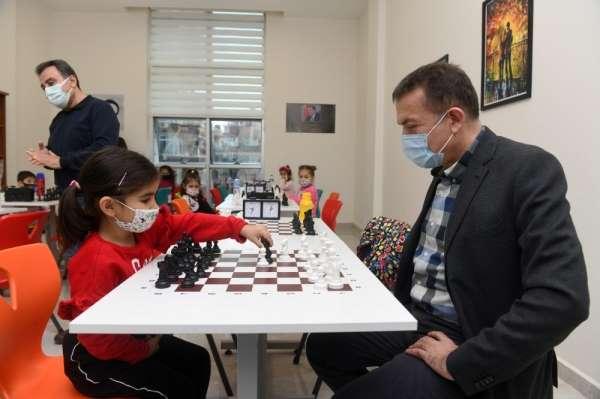 Yenişehir Belediyesi Akademide çocuklar için satranç eğitimi başladı