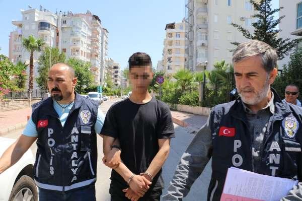 Babasını bıçaklayan gence 1 yıl 10 ay hapis cezası