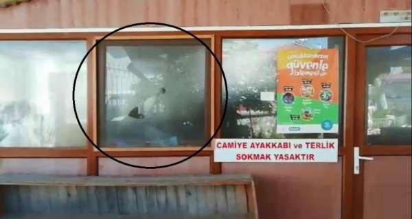 İzmir'de camiye çirkin saldırı