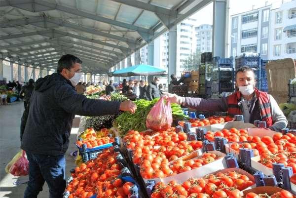 Tokatlılar pazar alışverişini ihmal etmedi