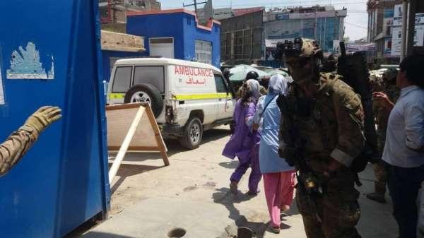 Afganistan'da hastaneye saldırı: 5 ölü