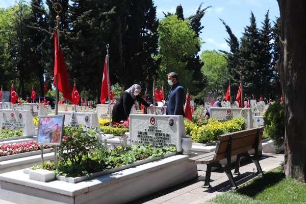 Edirnekapı Şehitliğinde hüzünlü bayram ziyareti