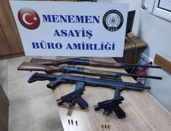 İzmirde kaçtıktan sonra kaza yapan şüpheli araçtan silahlar ve tüfekler çıktı