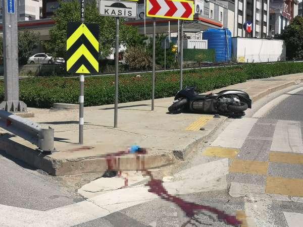 Bostancıda kasksız motosiklet sürücüsü kazada öldü