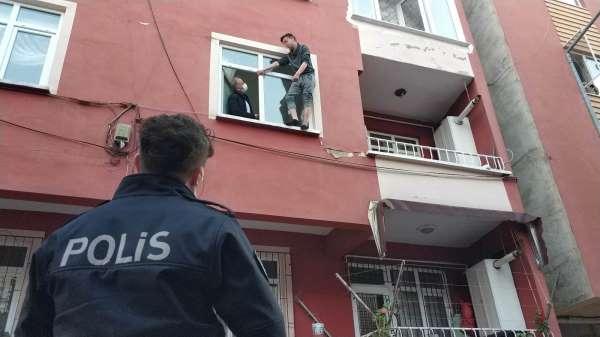 Samsunda 18 yaşındaki genç pencere kenarında intihara kalkıştı