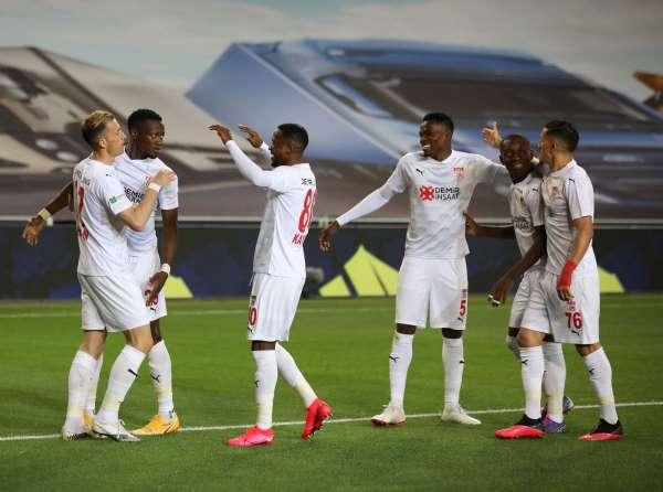 Sivasspor, bu sezon İstanbulda ilk kez kazandı