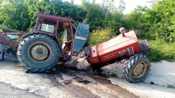 Tekirdağda korkunç kaza: Otomobille çarpışan traktör 3 parçaya bölündü