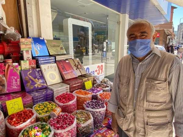 Zonguldakta bayram öncesi şekerleme için kuyruğa girdiler