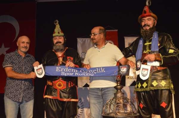 Erdem Gençlikspor Kulübü öğrencileri Hacivat ile Karagözü tanıma imkanı buldu