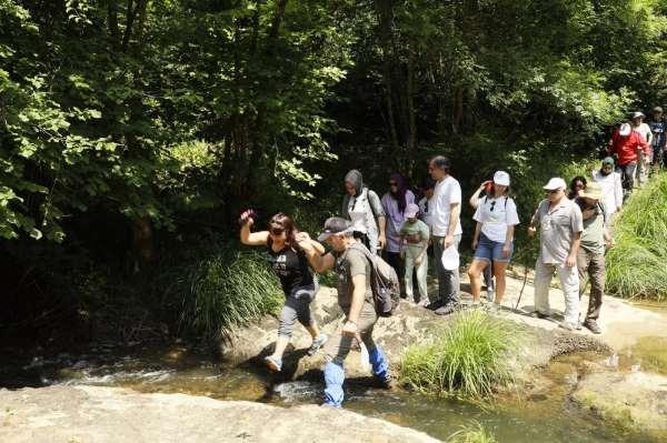 Körfezde sağlık çalışanlarının doğa yürüyüşü