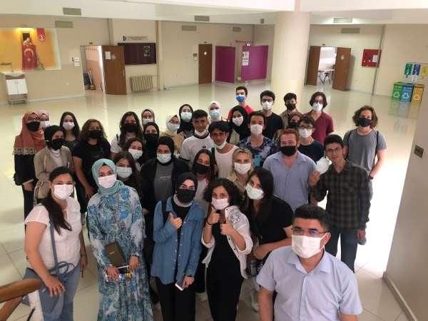 Lise öğrencileri üniversite hayatını bu proje ile öğreniyor