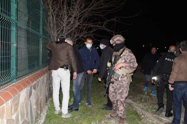 PKK ve FETÖ terör örgütü mensuplarına operasyon: 7 gözaltı
