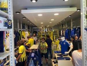 Yalova'da Fenerbahçe'nin yeni formaları büyük ilgi gördü