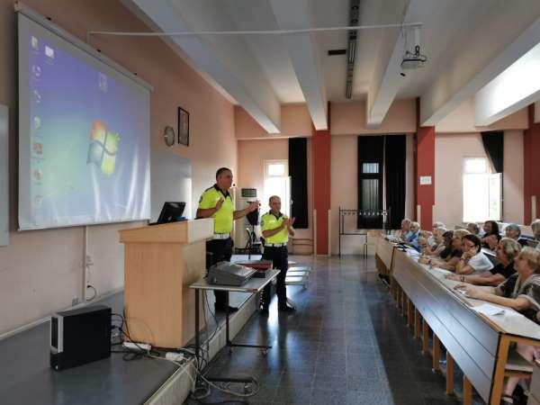 60+ Tazelenme Üniversitesi öğrencilerine trafik eğitimi