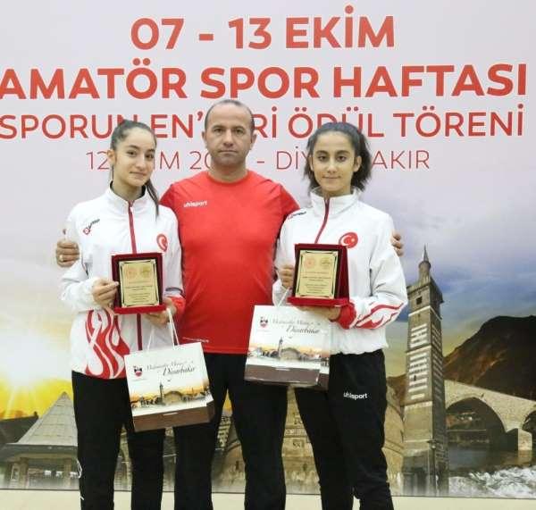 Bağlar Belediyespor'un Milli Karatecilerine 'Yılın Enleri ' ödülü