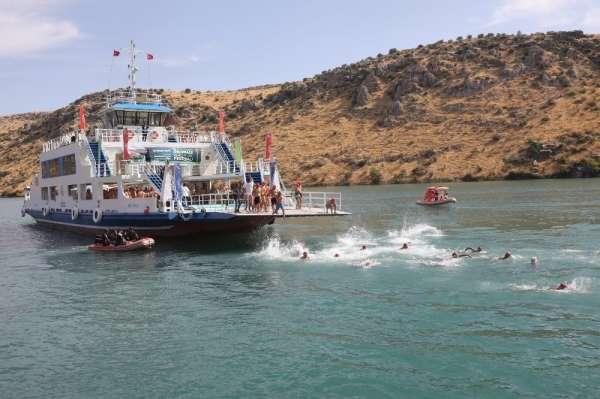 Fırat'ın incisi Rumkale'deki su sporlarına yoğun ilgi
