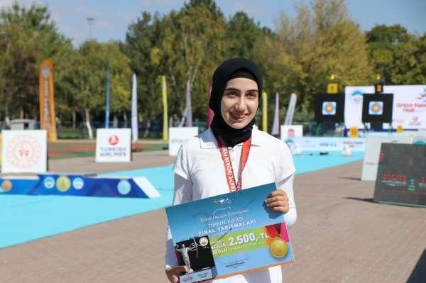 Türkiye Kadınlar Makaralı Okçuluk birincisi Ayşe Berra Süzer oldu