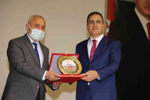 Hakkari Valisi Akbıyıka yılın spor adamı ödülü