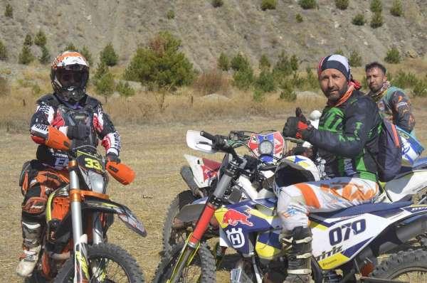 Motosiklet tutkunları kömür döküm sahasında buluştu