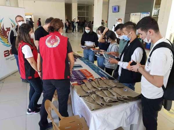 TEM ekipleri illegal örgütlere karşı üniversitelileri bilgilendirdi