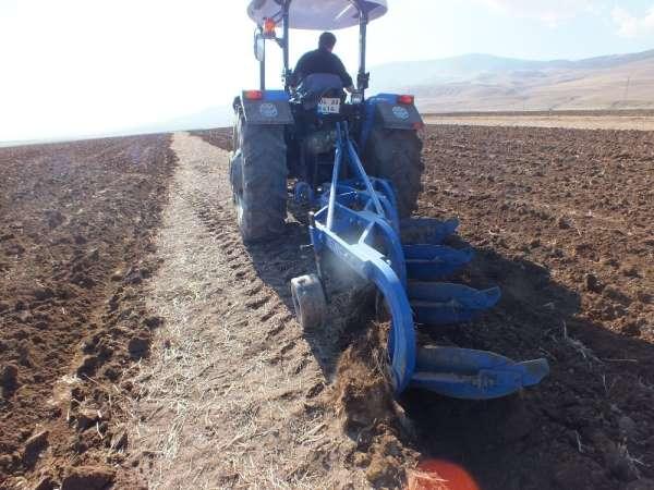 Malazgirtli çiftçiler üretime devam ediyorlar