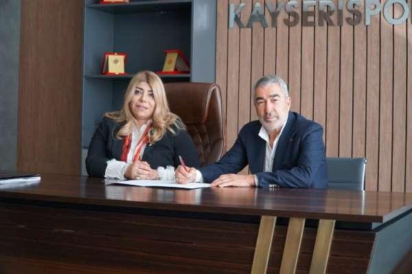 Samet Aybaba sözleşmeye imzayı attı
