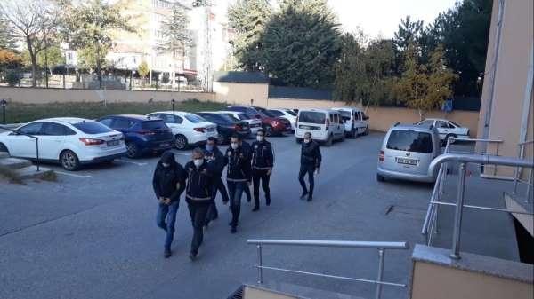 Uyuşturucudan yakalanan 3 şahıstan 2'si tutuklandı