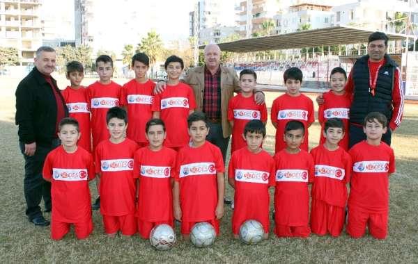 Erdemli'de futbol okuluna ilgi